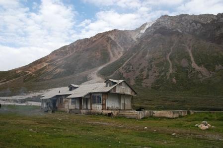 Tosor Ashuu Pass 3.893 m - Jil-Suu Thermalquellen