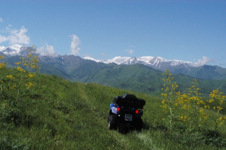 Kyzyl-Tuu - Mountains in the surrounding area